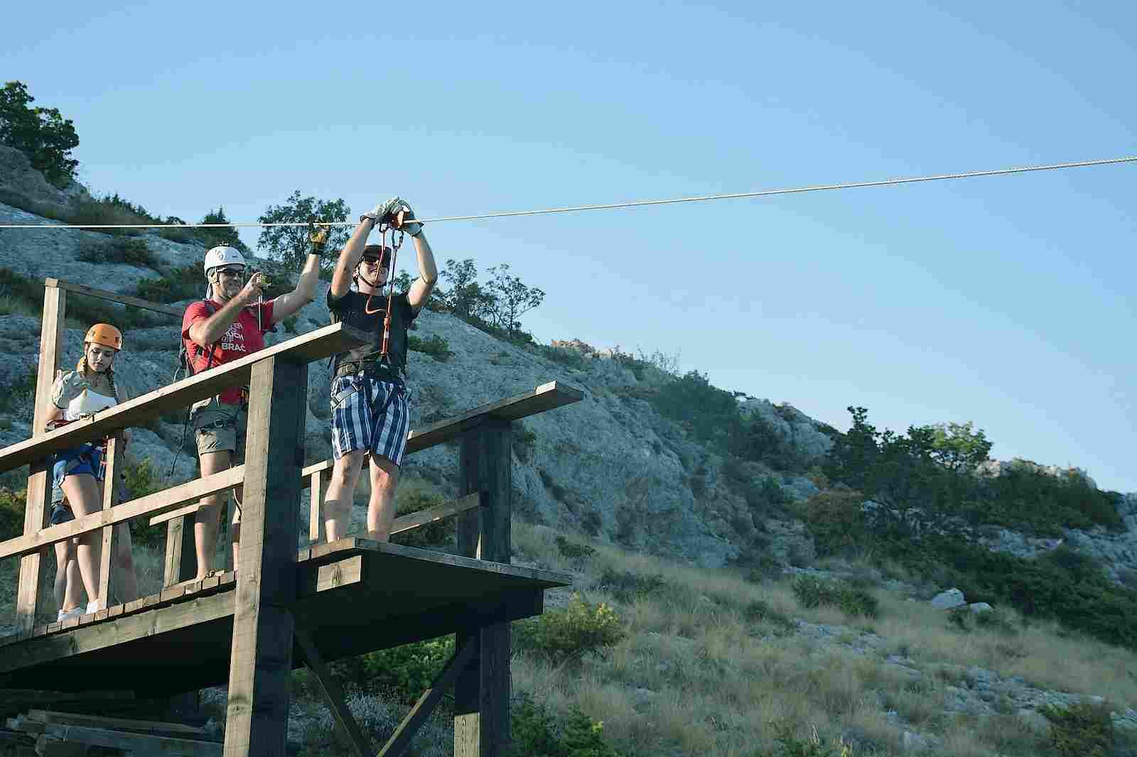 Split ziplining for foodies tour
